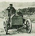 Willy Pöge, vainqueur du Prix de l'Empereur sur l'hippodrome de Francfort dans la course des 10 miles, en juin 1904 sur Mercedes.jpg