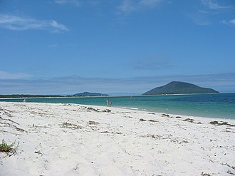 Port Stephens (New South Wales) - Looking towards Yacaaba, the northern headland at the entrance of Port Stephens, along Jimmys Beach from Winda Woppa.