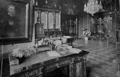 Wnętrze gabinetu książęcego w pałacu w Reptach - fotografia z ok. 1908 roku