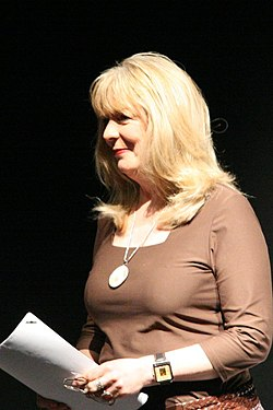Alison Steadman under en inspelning av You'll have had your tea för BBC Radio 4 2006.