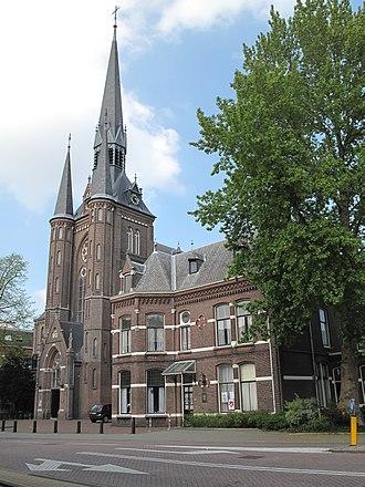 Zaandam - Image: Zaandam, de Sint Bonifactuskerk foto 6 2011 *04 17 16.14