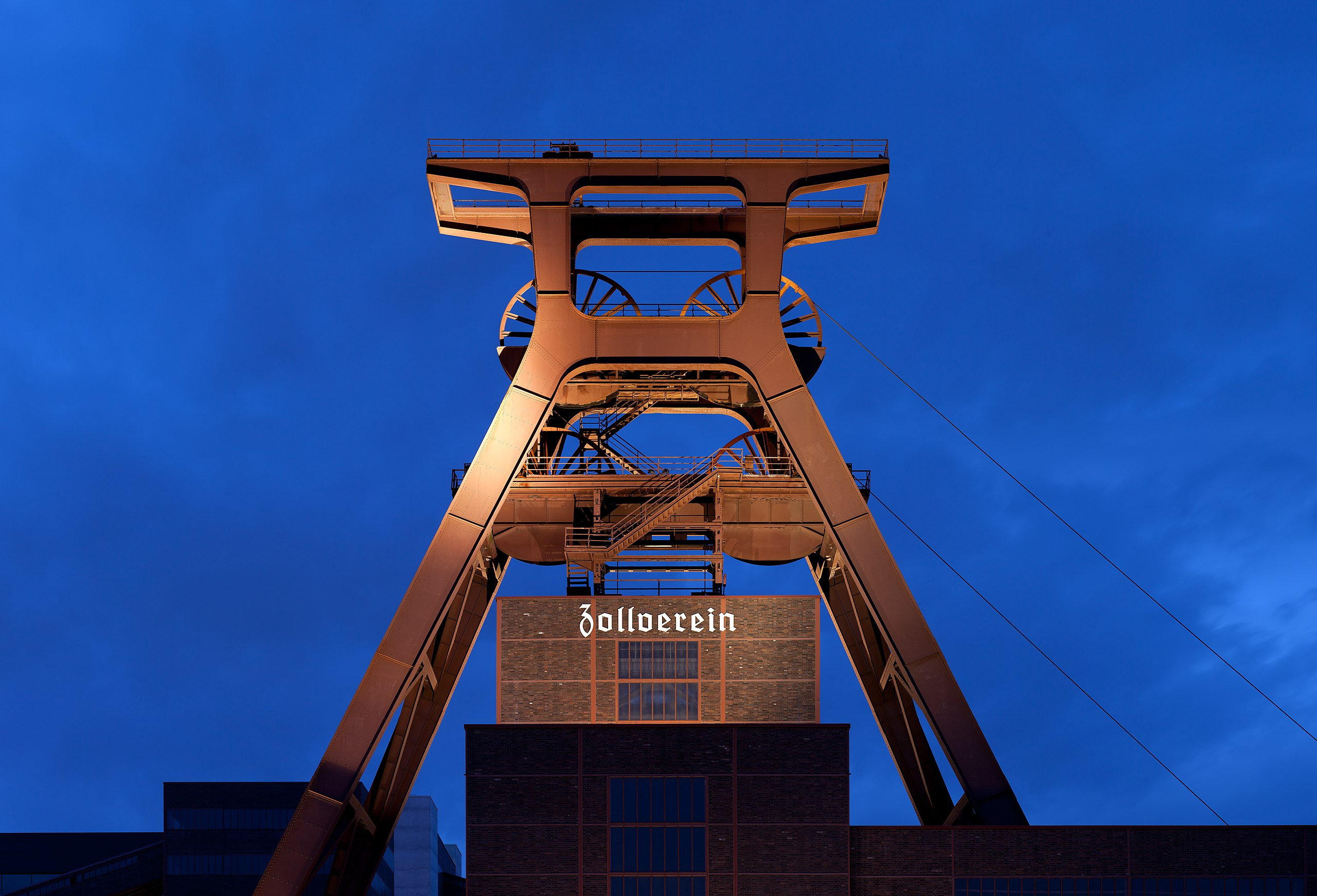 Zeche Zollverein abends.jpg
