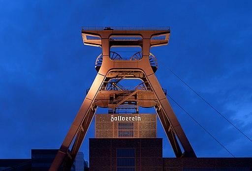 Zeche Zollverein abends