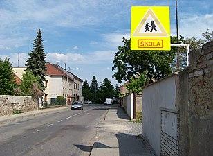 Šestajovice, Komenského, škola od západu.jpg