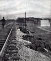 В турецком лагере - погибшие от холеры (1912).png