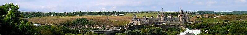Кам'янець-Подільська фортеця. Автор фото — Posterrr, вільна ліцензія CC BY-SA 4.0