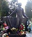 На могилі Володимира Івасюка.jpg