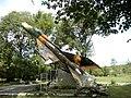 Ст. Дагестанская Братская могила советских летчиков. Вид с боку 01.jpg