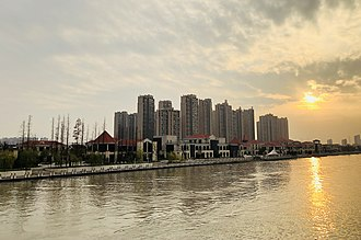 Taicang - Image: 南珠大桥上望海运堤风情街 2017 12'