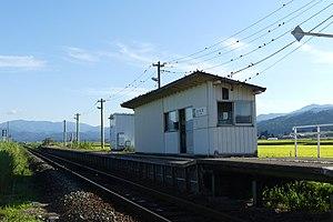 根岸駅外観.jpg