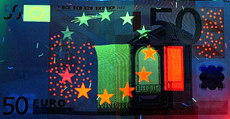 A 50 euro note (ES1) under ultraviolet light 050euro-uv.jpg
