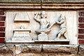 0 Arras, Grand'Place, 10 - Bas-relief 'Le forgeron et son assistant'.JPG