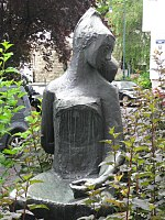 1160 Ottakringer Straße 217-221 - Bronzeplastik Mutter und Kind von Gertrude Diener 1962 IMG 2900.jpg