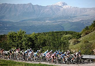 Giro d'Italia - The peloton in stage 7 of the 2012 Giro d'Italia.