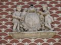 145 Escola l'Estel, c. Jaume I el Conqueridor 19 (Vic), escut de la ciutat.jpg