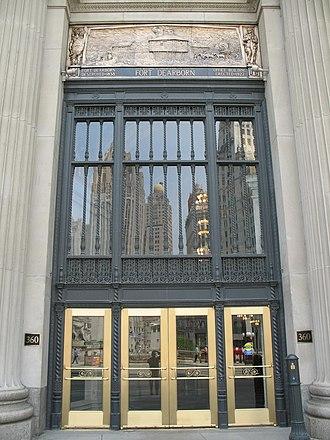 London Guarantee Building - Image: 20070530 360 North Michigan Entrance