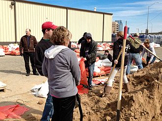 2013 Grand Rapids flood - Grand Rapids residents filling sand bags.