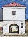 2014 Nowy Waliszów, kościół, budynek bramny 01.JPG