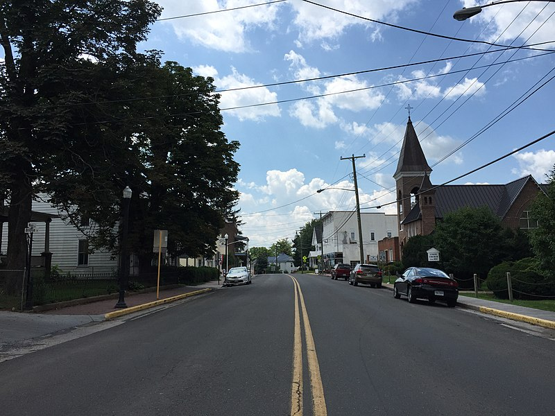 File:2016-07-19 12 09 54 View south along U.S. Route 11 (Main Street) at Bridge Street in Mount Jackson, Shenandoah County, Virginia.jpg