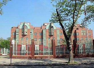 Corona, Queens - Image: 34th Av 99 St school jeh