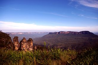 Three Sisters (Australia) - A view of The Three Sisters rock formation alongside Mount Solitary.