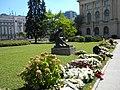 6. Bucuresti. Romania. Flori pentru memoria Reginei Ana (Statuie de Stefan Ionescu Valbudea).jpg