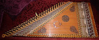 Qanun (instrument) - Image: 79 tone Kanun on the couch