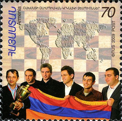 Л. Аронян (третий справа) со своими товарищами по команде на Олимпиаде-2008 на марке Армении. 2009г.
