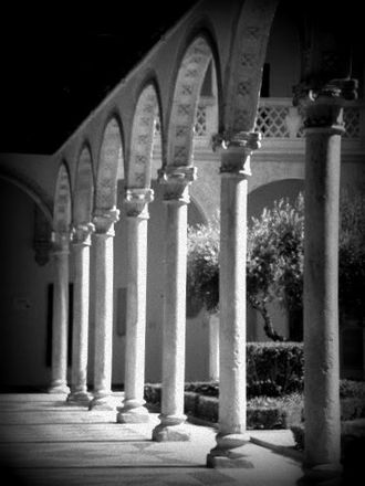 Museum of Santa Cruz - Image: A Black and White Photo in Toledo Spain