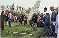 Aan de Bennebroekerlaan in Bennebroek was het 30 april 1995 stripfestijn. Krachtpatsers boven de twaalf konden zich meten met de onoverwinnelijke Galliër Obelix door zo ver mogelijk te gooie, NL-HlmNHA 54036099.JPG