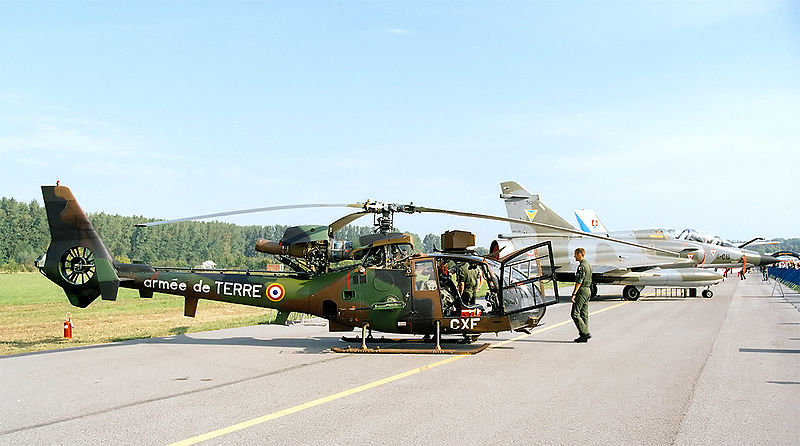 Archivo:Aerospatiale Gazelle of French Armee de Terre, static display, Radom AirShow 2005, Poland.jpg