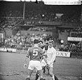 Ajax tegen Benfica 2-1, Nuninga in duel met keeper Costa Pereira (Benfica). Op d, Bestanddeelnr 917-7444.jpg