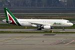 Alitalia, I-WEBB, Airbus A320-214 (26582106475).jpg