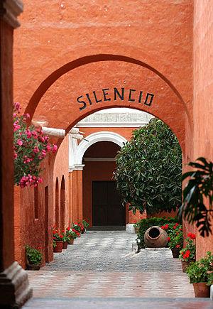 Santa Catalina Monastery - Image: Alley Monastery Santa Catalina Arequipa Peru
