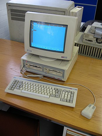 An Amstrad PC-1512.