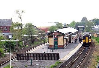 Island platform - Image: Ashton station
