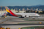 Asiana Airlines Airbus A380 at LAX (22313067664).jpg