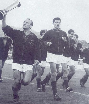 Club captain Giacomo Losi with the Inter-Cities Fairs Cup in 1960-61 Associazione Sportiva Roma - Coppa delle Fiere 1960-1961.jpg
