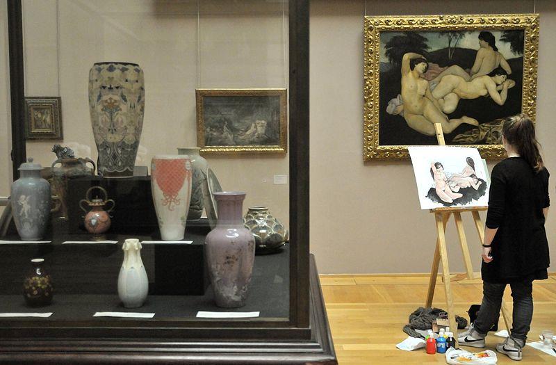 File:Atelier de peinture dans une salle du musée.jpg
