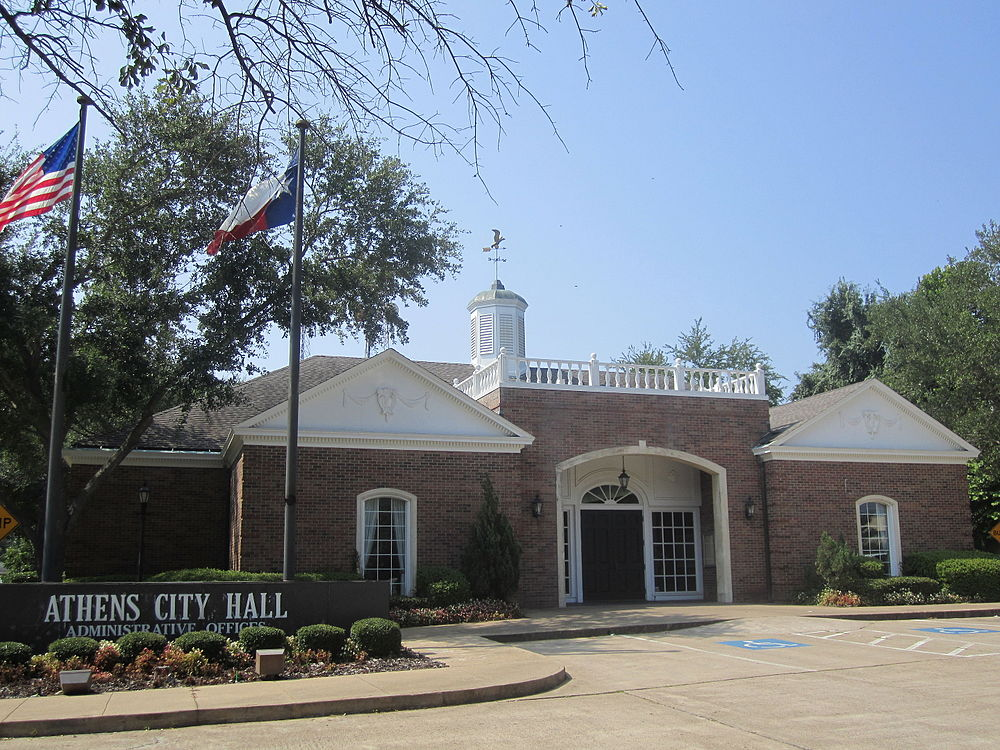 The population density of Athens in Texas is 256.15 people per square kilometer (663.36 / sq mi)