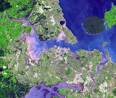 Satellite view of the Auckland isthmus and Waitemata Harbour Auckland isthmus and Waitemata Harbour.jpg