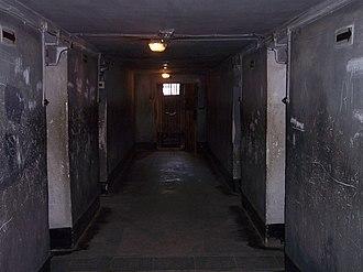 Block 11 - Image: Auschwitz I death block 11 04