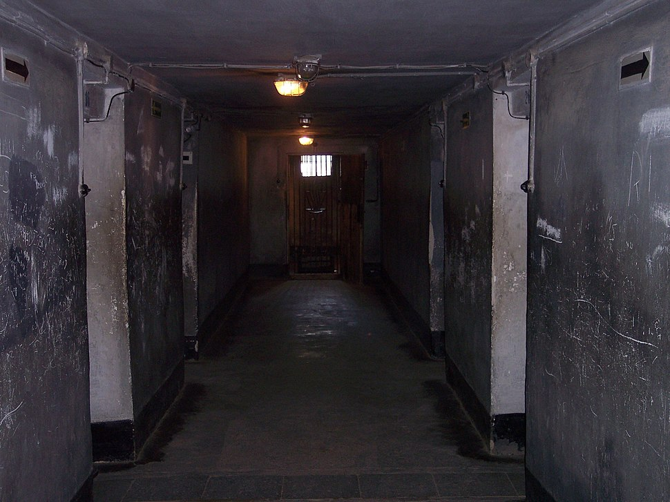 Auschwitz I death block 11 04