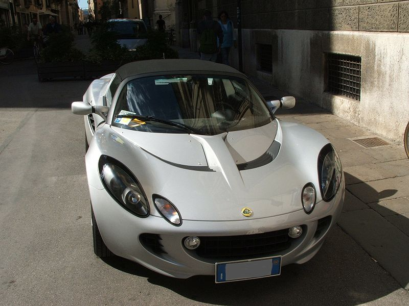 File:Automobile Lotus a Vicenza.jpg