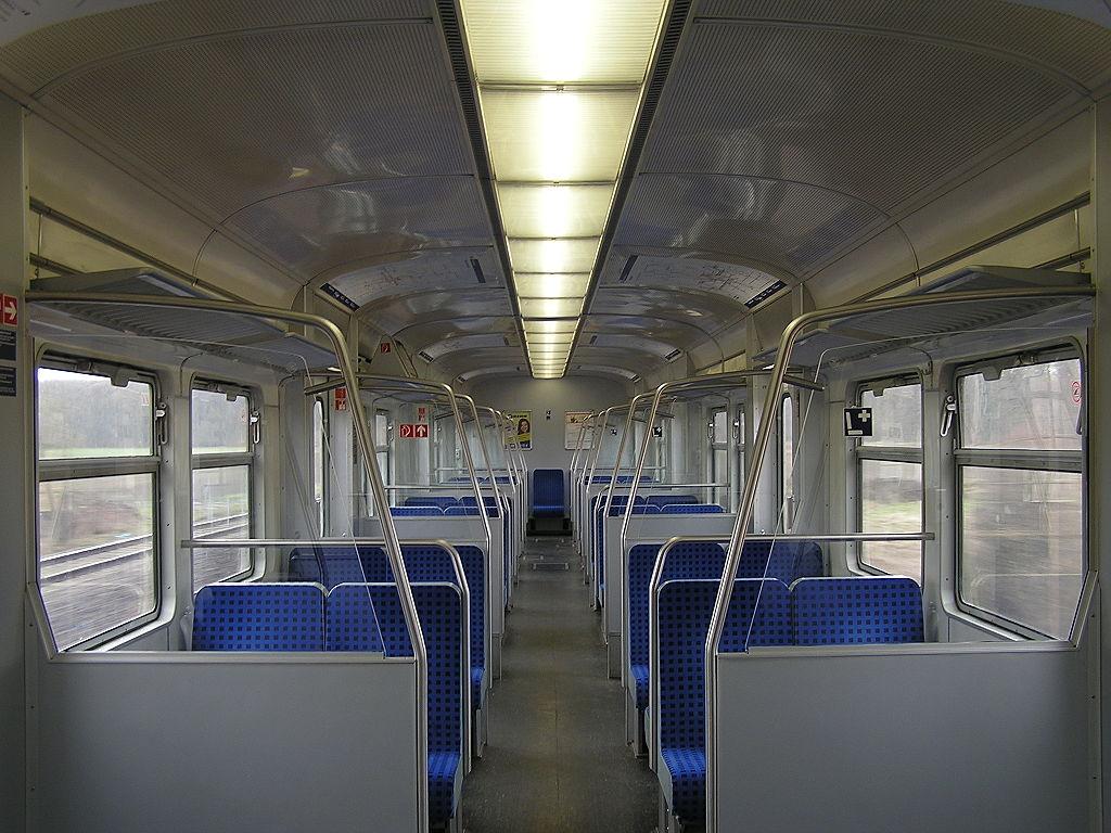 File:BR 420 Innenraum modernisiert.jpg - Wikimedia Commons
