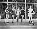 Badpakkenshow in Hotel Bouwens, Zandvoort, Bestanddeelnr 907-0719.jpg
