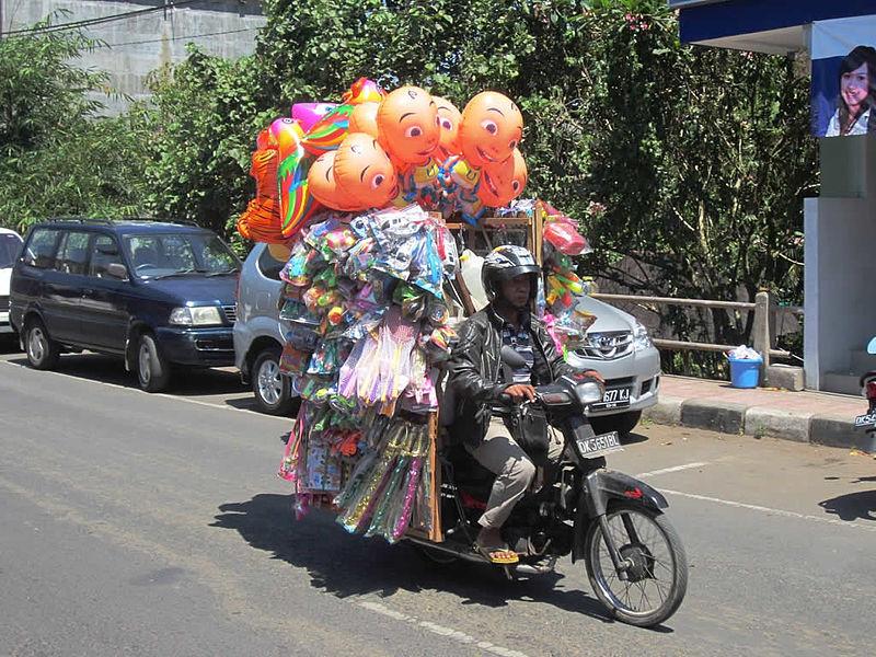Balloon Salesman (6337601226).jpg