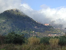 Battlements of Mystras seen from Vale of Laconia 2006.jpg
