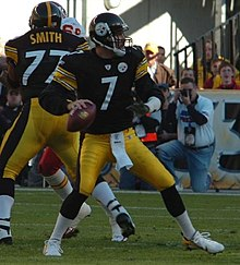Roethlisberger drops back against Kansas City Chiefs in 2006. e7835253f