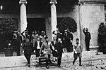 Benito Mussolini insieme al podestà di Milano Marcello Visconti di Modrone e altri funzionri inaugura il Planetario di Milano il 20 maggio 1930.jpg